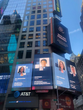 Dylan McNeill op Times Square
