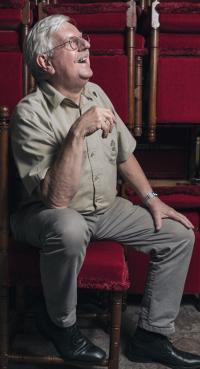 Henk Moesman, híj poetst dus dus troon van de koning op