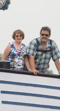 Johan en Marilene Versluis op hun schip Diademar