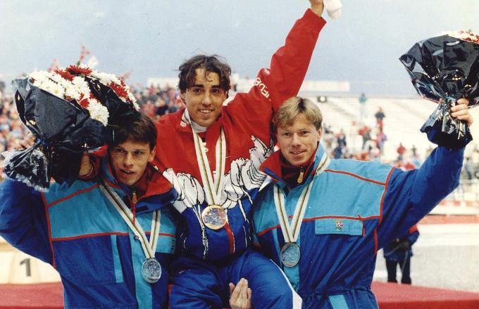 Goud op de 10.000 meter in Albertville (1992). V.l.n.r. Johan Olav Koss (brons), Bart Veldkamp (goud) en Geir Karlstad (zilver)