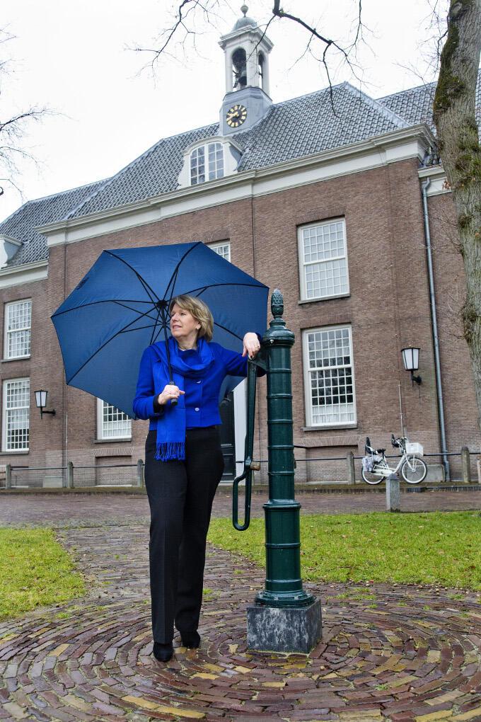 Een foto voor slot Zeist levert een mooi plaatje op, maar voor Corien Wortmann is het slot vooral de plek waar de school van de hernhutters gevestigd was. Een school met een open, tolerante, internationale blik. Dat spreekt haar aan