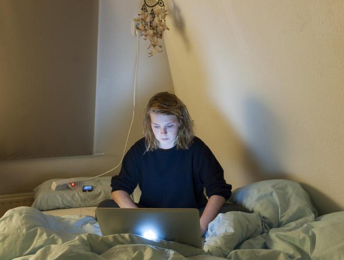 Evita Hinneman, fotograaf. Voor de foto's moet je op pad, maar de rest kan digitaal thuis, zelfs in bed