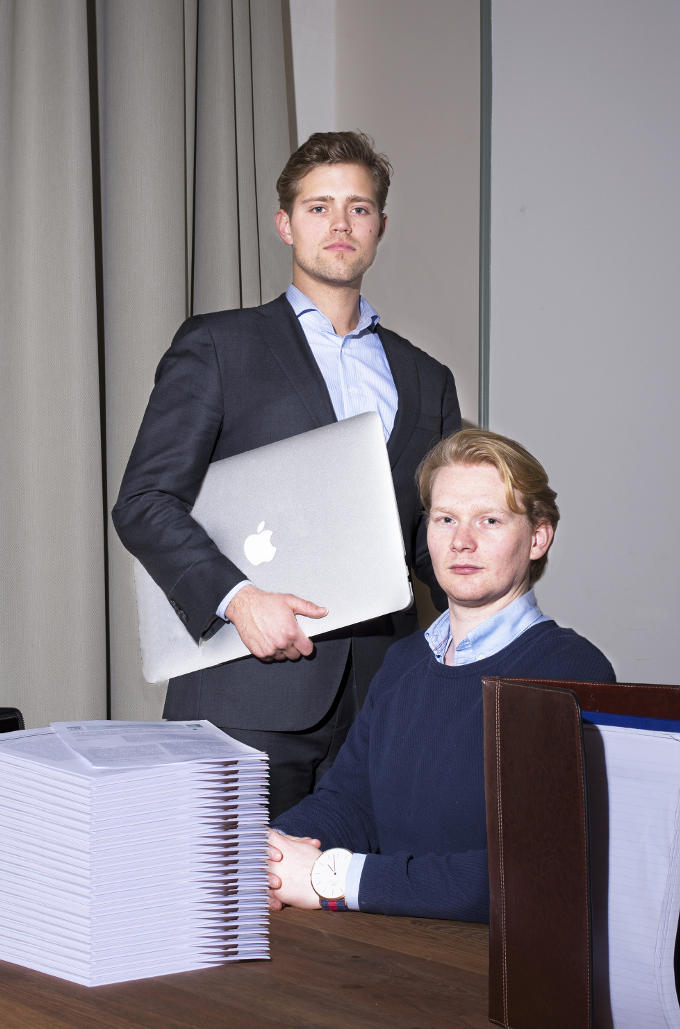 Roel Boekel en Vincent Franken, oprichters van Findest. 'Eén van hen draagt een horloge. Een statussymbool. Ze gaan langzaam op in hun 'nieuwe' wereld, soms onbewust dat ze er al bij horen'
