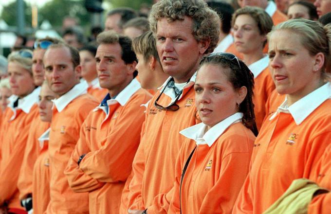 Judoka Jessica Gal, tweede van rechts, tussen de andere Olympische kandidaten tijdens de Kick Off voor Sydney 2000