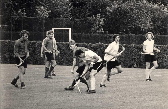Jan Albers alias 'Jantje Basko' tijdens een wedstrijd van zijn EMHC in Eindhoven