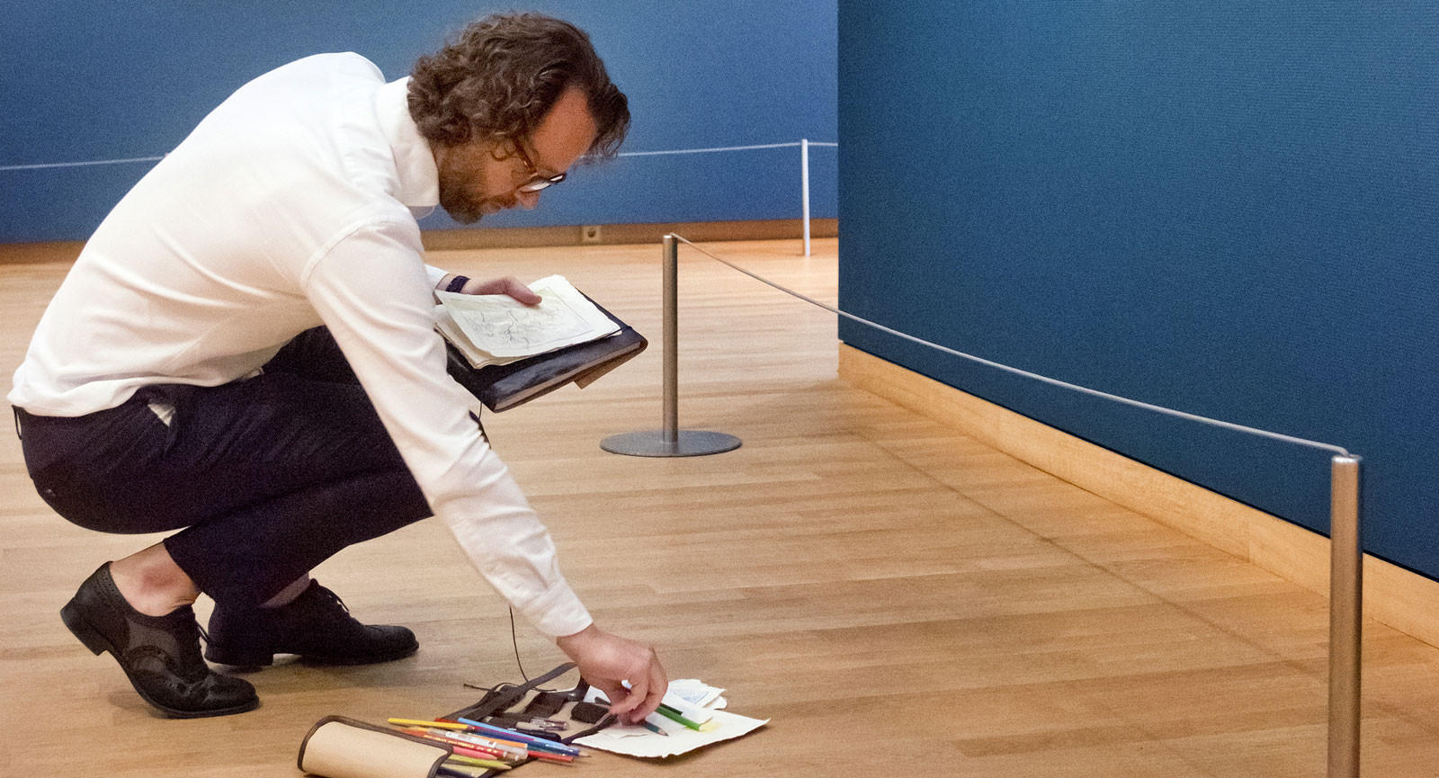 Tekenen doet Van Tilburg nog steeds. Hier in het Van Gogh Museum in Amsterdam