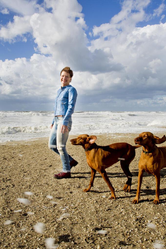 Eens per jaar vertrekt Kanters naar Vlieland. Met de honden, maar zonder partner. 'We geven elkaar de ruimte'