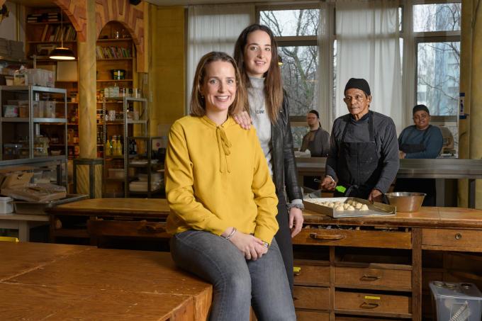 Links Femke Kleijweg, rechts haar zus Anne: 'Je hoeft als familie niet altijd alles uit te leggen. Morgen zit het wel weer snor.'