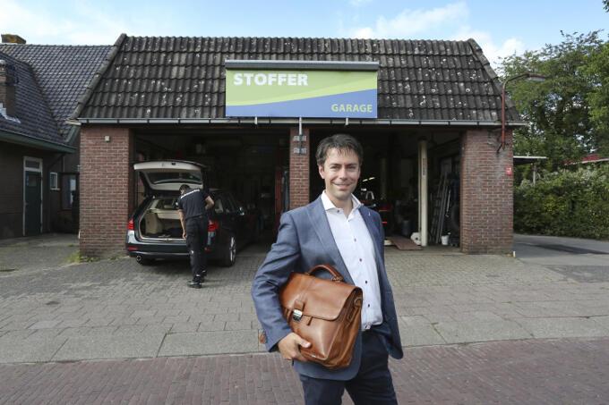 Bij het familiebedrijf in Elspeet, waar Chris Stoffer in zijn jeugd veel heeft gewerkt. 'Eerst verdienen, dan uitgeven.'