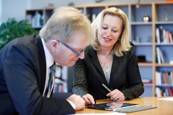 Met Jet Bussemaker, toen minister van Onderwijs, Cultuur en Wetenschappen startte De Boer een speciaal register voor topvrouwen