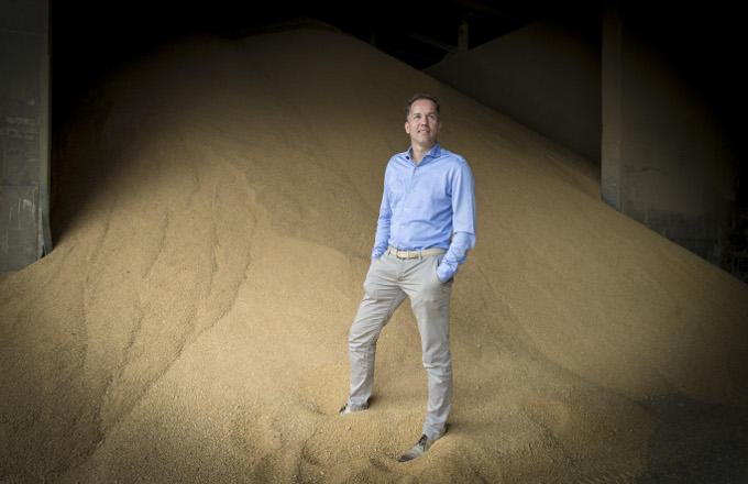 'Straks moet ik één van mijn productiebedrijven sluiten', zegt ondernemer Huub Fransen (Fransen Gerrits, veevoeder). En staat 50 man op straat