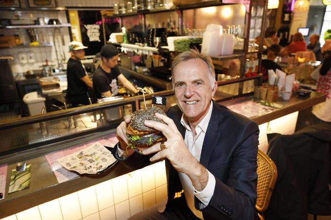 'De Vegan Junk Food Bar is een mooi voorbeeld van de plantaardige revolutie die bijna ongemerkt bezig is. Met een knipoog naar junkfood.'