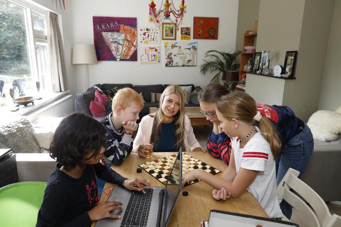 In het Haagse Dushi Huis voor uit huis geplaatste kinderen van sociaal ondernemer Alex de Bokx. 'Hier staan de kinderen centraal en niet hun dossier.'