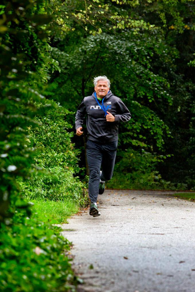 Tijdens het hardlopen lossen de dingen die in je hoofd spelen zich op, zegt Maarten Edixhoven (Aegon). 'Echt, als wolken'