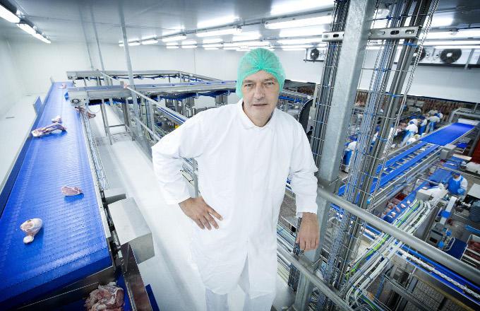 Minder vee in de provincie betekent voor ondernemer Martijn Paridaans van de PALI Group, minder vee om te slachten