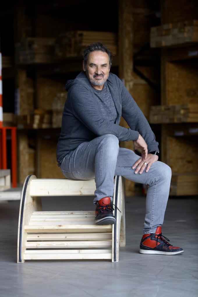 Al jaren speelde Eric Sommerdijk met de gedachte ooit eens een houthandel te beginnen. En nu was het ineens nu of nooit