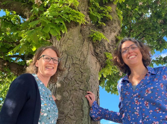 Links Chantal van Schaik en rechts Sandra Nap, initiatiefnemers van Holland Houtland