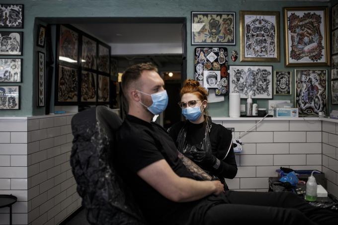 Tattooshops, kappers: Denemarken besloot half april dat onder meer die zaken weer open mochten