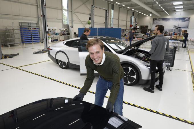 Op werkbezoek bij Lightyear in Helmond, dat auto's maakt die door zonnepanelen worden aangedreven. 'Super-innovatief en goed voor de verduurzaming van de economie.'