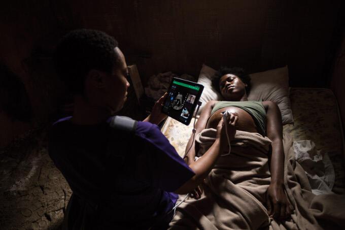 In conflictgebieden zijn ziekenhuizen vaak ook aan flarden geschoten. Zorg wordt dan verleend in pop-up klinieken of op afstand