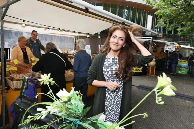 Op de Boerenmarkt naast het Binnenhof: 'De landbouw is een sterk voorbeeld van de energie en kracht van Nederland. Wij zijn als klein land de tweede voedselexporteur ter wereld. Hoe bijzonder is dat?'