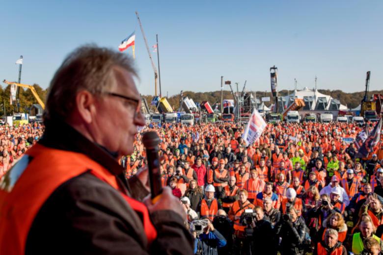 Bouwprotest op het Malieveld met werkgevers en werknemers