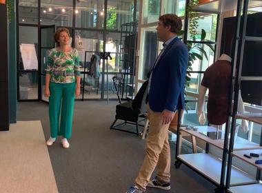 Ingrid Thijssen draagt een balance belt: een riem voor mensen met een evenwichtsstoornis