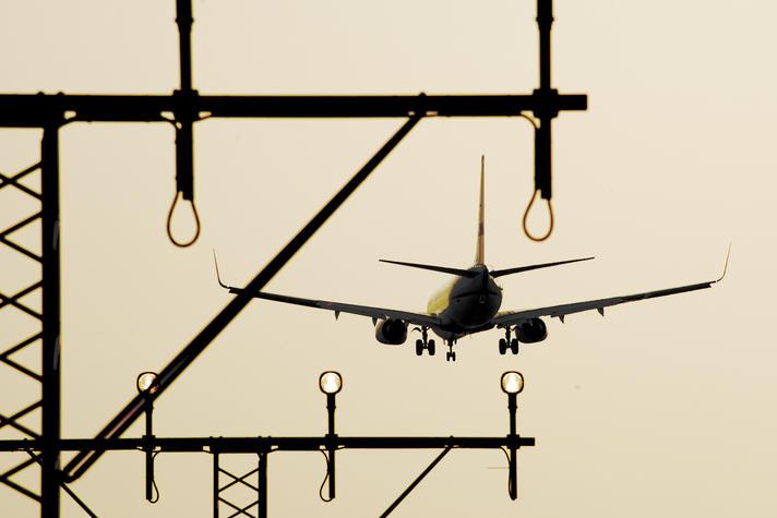 'Historisch klimaatakkoord': luchtvaartsector gaat CO2-uitstoot compenseren