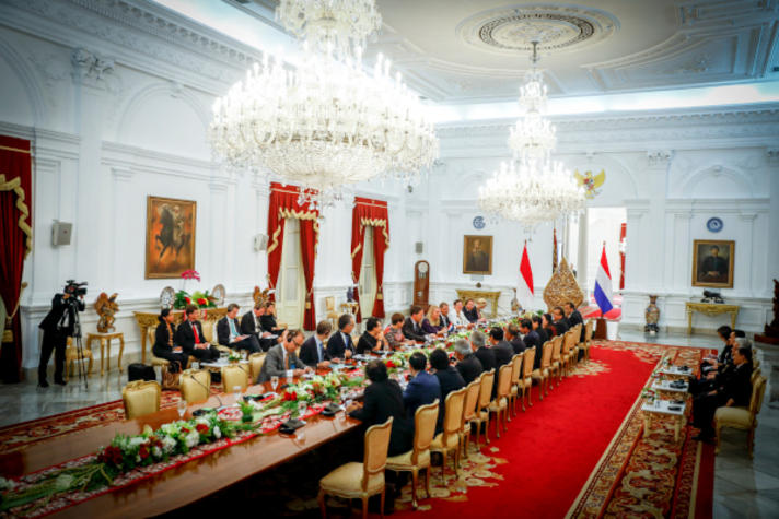 In Indonesië heb je politiek nodig voor handel