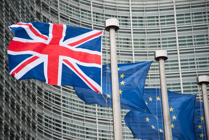 Vlag EU en Verenigd Koninkrijk nog naast elkaar