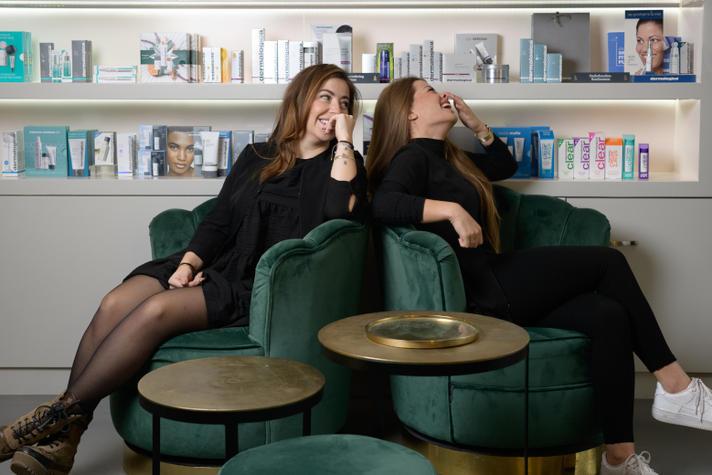 Deze zussen runnen samen een beautysalon: 'We zijn als water en vuur'