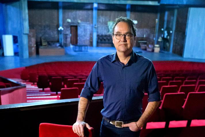 Waarom mag deze theaterproducent nog steeds niet aan de slag?!