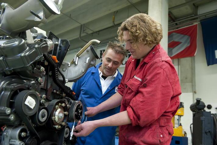 'Bezuinigen op praktijkleren kost tienduizenden leer-werkbanen'