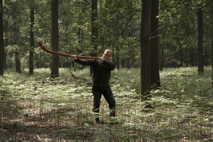 Waxcoat aan, bos in: deze ondernemer speelt midwinterhoorn | Opinieblad Forum