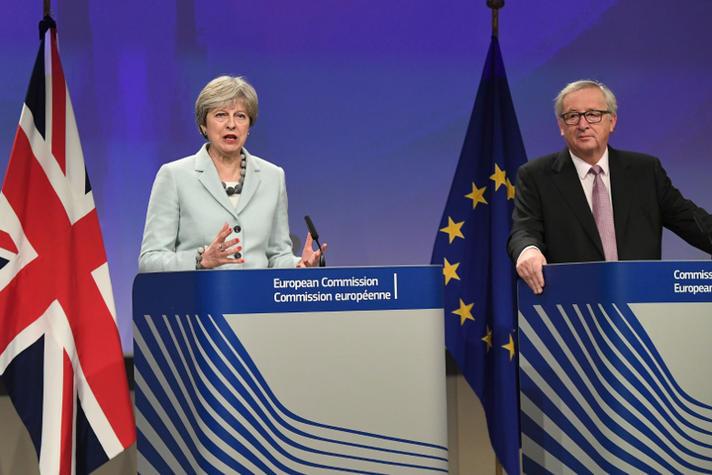 Theresa May & Jean-Claude Juncker bij afkondiging akkoord voortgang Brexit